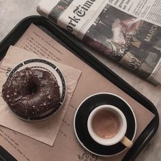 Coffee Shop Aesthetic, Aesthetic Food, Brown Aesthetic, Coffee Break, Coffee Time, Coffee And Books, Coffee Recipes, Love Food, The Best