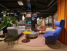 Check out the office design we did for ING Leeuwarden. Down with the traditional bank office, personal contact is key.