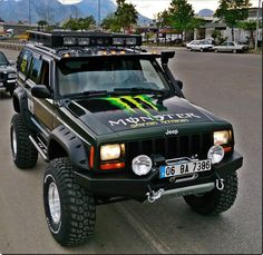 Monster Cherokee Jeep Looks very cool Jeep Wj, Jeep Xj Mods, Jeep Truck, Jeep Cherokee Xj, Cherokee Sport, Hummer, Badass Jeep, Old Jeep, Cool Jeeps