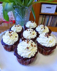 kudy-kam: Cupcakes Red Velvet, krém z tvarohu a lučiny Cheesecake Brownies, Red Velvet, Cupcakes, Treats, Sweet, Food, Gardening, Sweet Like Candy, Candy