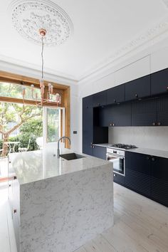 Barton road extension modern kitchen by r+l architect modern Shaker Style Kitchen Cabinets, White Shaker Cabinets, Shaker Style Kitchens, Kitchen Cabinet Styles, Cool Kitchens, Kitchen And Bath, New Kitchen, Kitchen Ideas, Images Of Kitchen Islands