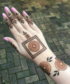 50 Most beautiful Amritsar Mehndi Design (Amritsar Henna Design) that you can apply on your Beautiful Hands and Body in daily life. Henna Tattoo Designs Simple, Indian Mehndi Designs, Full Hand Mehndi Designs, Mehndi Designs 2018, Henna Art Designs, Modern Mehndi Designs, Mehndi Designs For Beginners, Mehndi Designs For Girls, Mehndi Design Photos
