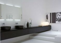 Strakke badkamer met langwerpige badmeubel | Interieur inrichting