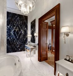 White marble, contemporary art work and an exquisite chandelier are just a few of the amazing features to be found in the bathroom of the Presidential suite at the Park Hyatt in Vienna. Luxury Decor, Luxury Interior, Decor Interior Design, Tulum, Classic Baths, Bathroom Design Inspiration, Bathroom Pictures, Bathroom Ideas, Hotel Decor