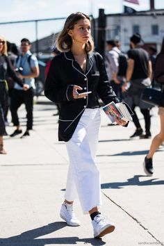 How To Wear Pyjamas In Public - Cool Monochrome PJ Look Street Style