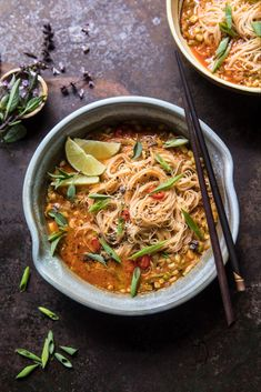 Saucy Coconut Curry with Rice Noodles and Garden Vegetables. Pasta Al Curry, Curry Noodles, Rice Noodles, Curry Rice, Healthy Recipes, Asian Recipes, Soup Recipes, Dinner Recipes, Ethnic Recipes