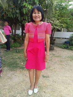 ภาพ คุณนายแม่ ในชุดผ้าไทย สีหวานน่ารักสดใส เป๊ะปัง!!! อลังเวอร์ คุณนายแม่บอกใส่ Size M ได้ละ จัดไป 4 ชุด   ภาพ Cr.คุณครู น้องแอน