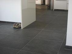 Tegelvloer betonlook antraciet 100 x 100 cm keuken lichtplan van poppel totaal project - Imitatie cement tegels ...