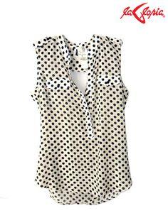 Una tendencia de la moda actual son las blusas de seda. Este material es muy elegante y con diseños casuales.