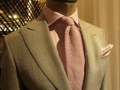Beige jacket with peak lapels, pink shirt, pink knit tie
