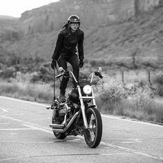 girl on a motorcycle Lady Biker, Biker Girl, Harley Street Bob, Retro Helmet, Womens Motorcycle Helmets, Cafe Racer Helmet, Midnight Rider, Harley Davidson Motorcycles, Vintage