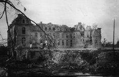 Château de Pinon im August 1918. Das in der Picardie gelegene Schloss war um 1700 von dem berühmten Architekten Hardouin-Mansart gebaut worden; es wurde im Kriege als Unterkunft, Magazin und Lazarett genutzt, bei den heftigen Kämpfen um die berüchtigte Laffaux-Ecke, einem Frontvorsprung an der deutschen Frontlinie, schließlich nachhaltig zerstört und nach Kriegsende nicht wieder aufgebaut. Aus dem Nachlass meines Großvaters Wilhelm Pape, Offizier im II./FArtRgt 205