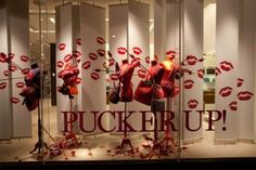 clever window display - pucker up!