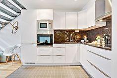 Tudo sobre cozinhas integradas. Veja: http://www.casadevalentina.com.br/blog/detalhes/flavia-gerab-responde--cozinhas-integradas-3171 #decor #decoracao #interior #design #casa #home #house #idea #ideia #detalhes #details #style #estilo #casadevalentina #kitchen #cozinha