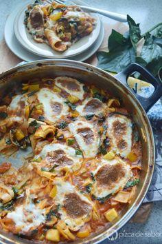 Lasaña vegetariana al sartén (lista en 25 minutos o menos)  www.pizcadesabor.com Veggie Snacks, Veggie Recipes, Salad Recipes, Vegetarian Recipes, Cooking Recipes, Healthy Recipes, Lasagna Vegetariana, Vegetarian Main Course, Food Porn