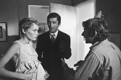 Mia Farrow, the legendary producer Robert Evans and director Roman Polanski during a pause in the filming of Rosemary's Baby (Paramount Pictures, Mia Farrow, Robert Evans, Baby Movie, I Movie, Mejores Thrillers, Rosemaries Baby, John Cassavetes, Urban Cowboy, Roman Polanski