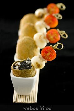 Croquetas de Calamares en su Tinta (Croquettes of Calamari in their own Ink) yum yum yum Florida Food, Romantic Meals, Spanish Tapas, Spanish Food, Tiny Food, Savoury Cake, Snack, Creative Food, Gastronomia