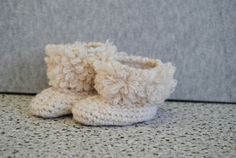 Baby stivaletti 100% cashmere Cashmere, Slippers, Throw Pillows, Baby, Shoes, Fashion, Moda, Cashmere Wool, Toss Pillows