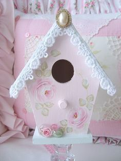 One of my Sweet n Shabby Birdhouses just added to my shop. :) This one is a soft pink with a pale french blue roof. Shabby Chic Crafts, Shabby Chic Pink, Vintage Shabby Chic, Shabby Chic Birdhouse, Homemade Bird Houses, Blue Roof, Bird Boxes, Pink Bird, Pink Christmas