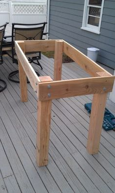 diy raised garden beds DIY Raised Bed Planter: While the title of this DIY suggests that I made a raised bed planter, what it doesn't tell you is how raised it actually is. Raised Planter Beds, Raised Garden Beds, Raised Beds, Raised Gardens, Diy Furniture Plans, Pallet Furniture, Outdoor Furniture, Table Palette, Diy Wood Projects