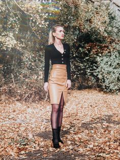 Leather Skirt, Women's Fashion, Skirts, Outfits, Beautiful, Leather Skirts, Fashion Women, Skirt