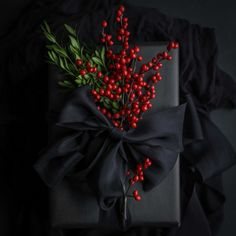 Elegant Gift Wrapping, Creative Gift Wrapping, Creative Gifts, Wrapping Ideas, Black Christmas, Christmas Time, Christmas Crafts, Christmas Birthday, Christmas Gift Wrapping