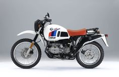 The 1984 MY BMW R 80 G/S Paris Dakar is a more off-road oriented version of the base model, that was slightly tweaked here and there to offer the best possible performance, safety and comfort when off. Bike Bmw, Bmw Motorcycles, Custom Motorcycles, Cafe Bike, Rally Dakar, Moto Scrambler, R80, Motorcycle Engine, Motorcycle Travel