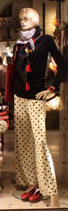 """I nostri pantaloni palazzo in tanti a fantasie sono disponibili nel nostro Salamastra showroom a Gallipoli. --- Our """"pantaloni palazzo"""" in many fantasies now available in our Salamastra Gallipoli Showroom."""