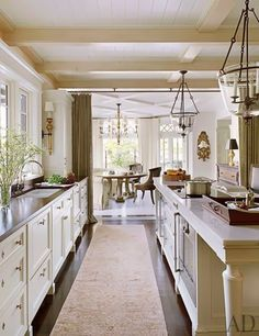 Definitely want my next kitchen to have one entire wall without upper cabinets.  For as short a person as I am, this would be such a treat.
