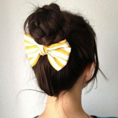 10 Easy Hairstyles For Summer >> Love the bow!