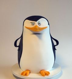 Bolo Esculpido, Pinguim de Madagascar Sculpted Cake, Penguin of Madagascar                                                                                                                                                                                 Más