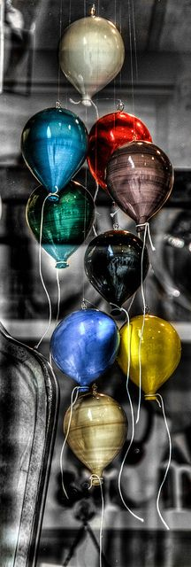 ~Murano Glass Balloon Window Display - Venice, Italy | House of Beccaria