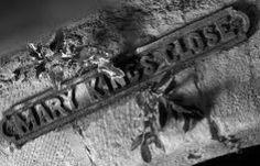 Onder de straten van de Schotse hoofdstad Edinburgh ligt een complete ondergrondse stad! May King's Close was echter geen pretje om in te leven: je liep constant gevaar. Tegenwoordig is de Close te bezoeken en is zeker de moeite waard! Lees over de roerige geschiedenis op mijn blog!