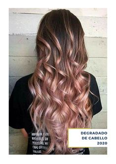 Rose gold ombre hair is a really big trend, and it seems to show no sign of fading away as the weather warms up. Here are some great colour combinations you can put with the stunning pinks to get that rose gold ombre hair. Gold Blonde Hair, Pink Ombre Hair, Best Ombre Hair, Brown Ombre Hair, Ombre Rose, Blonde Ombre, Blonde Balayage, Cabelo Rose Gold, Rose Gold Bayalage