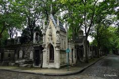 Montmartre Cemetery, Paris | TravelGumbo
