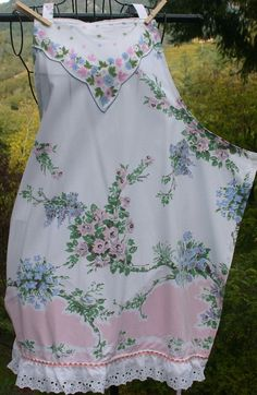 Items similar to Apron Made From Vintage Tablecloth Trimmed With Vintage Hanky & Eyelet Lace on Etsy