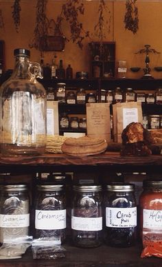 An apothecary style tea room in Nashville, Tn with organic and locally as possible sourced herbs. Directly sourced teas. Hand blended and bagged always.  Tea room and shop honoring old world tradition.  High Garden herbs, tea & tradition.
