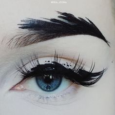 いいね!16千件、コメント164件 ― IDA EKMANさん(@ida_elina)のInstagramアカウント: 「@limecrimemakeup Black Velvet on the brow / @suvabeauty Dark Humor as the liner activated with…」
