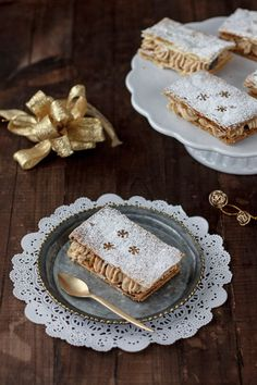 Milhojas de turrón para Navidad Sweet Recipes, Cake Recipes, Dessert Recipes, Strudel, Tapas, Bread Machine Recipes, Perfect Food, Mini Cakes, Plated Desserts