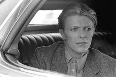 On the set of 'The Man Who Fell To Earth',(1975)✨⚡️ #davidbowie #davidrobertjones #aladdinsane #spaceboy #starman #ziggystardust…