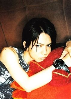 hyde.  I ♥ this one so much! ^^ Anime Songs, Gackt, King Of Music, Male Poses, Japanese Artists, Yoko, Visual Kei, Celebrity Crush, Pretty Boys