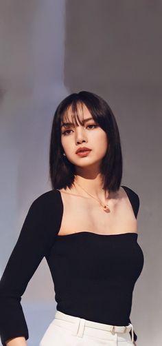 Korean Girl, Asian Girl, Lisa Blackpink Wallpaper, Black Pink Kpop, Blackpink Photos, Blackpink Fashion, Blackpink Lisa, Blackpink Jennie, Ulzzang Girl