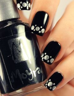 How To Do Black Nail Art: This is a sexy stylish design that is perfect for a high end party. Easy to do, it doesn't require much skill either!