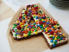 Cana s brownie Birthday Brownies, Graduation Desserts, Cake Recipes, Dessert Recipes, Danish Food, Number Cakes, Brownie Cake, First Birthday Cakes, Cakes And More
