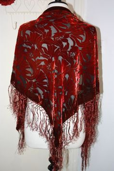 NEW TO HOUSE OF ISIS - ONLY £25! Vibrant and perfectly boho - this triangular shawl has a floral burnout to it. Wear it as a shawl around your shoulders or wrap it around as a scarf.Colour: Burnt OrangeFabric: Devore Velvet - 40% Silk, 60% Viscose Care instructions: Dry clean only