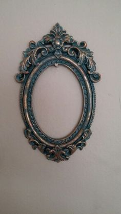 How to use picture frames in interior Design? Mirror Painting, Painting Frames, Furniture Painting Techniques, Antique Picture Frames, Shabby Chic Mirror, Empty Frames, Boho Diy, Wooden Decor, Wood Print