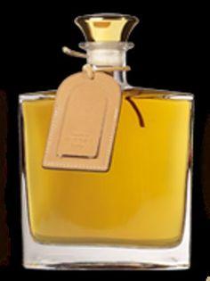 eau de vie poire williams presente en carafe horus 70cl presenté en coffret neuf