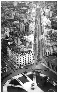 Aerial view of Plaza de Mayo in 1952 - Lines of people waiting to pay their respects at Evita's funeral in the Metropolitan Cathedral (right of photo).