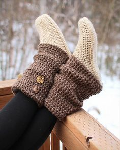 Crochet Audrey Boots Paid Pattern- 30 Easy Fast Crochet Slippers Pattern, these are so cute, double colors too. Crochet Slipper Boots, Crochet Boot Cuffs, Slippers Crochet, Booties Crochet, Fast Crochet, Mode Crochet, Crochet Crafts, Crochet Projects, Diy Projects