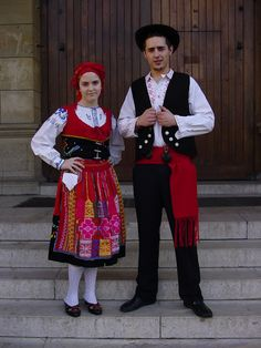 Hello all , Today I will be entering another new country, Portugal. This is the most famous costume of Portugal, and the most colorful. Folklore, Culture Day, Ukraine, Portuguese Culture, Costumes Around The World, Folk Clothing, Folk Costume, Minho, Traditional Dresses